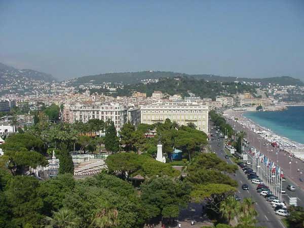 Гостиница в центре Ниццы, в 200 м от моря и пляжей, в пешеходной зоне.