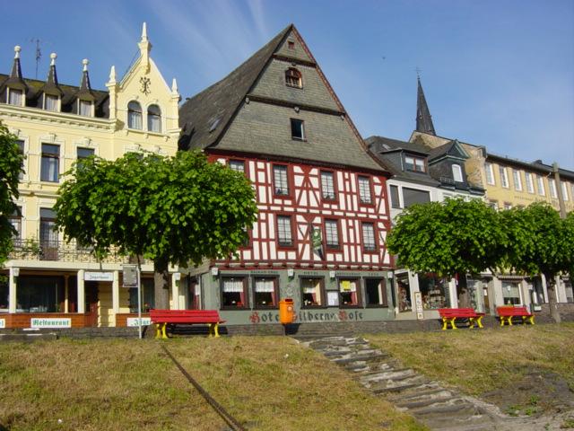 В Германии, гостиница у Рейна