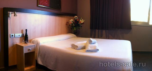 Отель 2** в прибрежном городке  в 15мин. от Барселоны