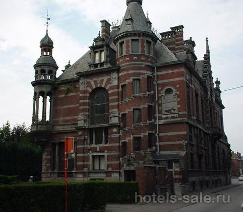 Великолепный замок, расположенный в бельгийских Арденнах