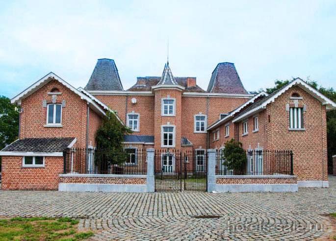 Замок 19 века недалеко от Льежа, Бельгия