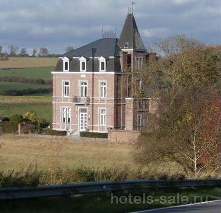 Замок в Бельгии, рядом с Намюром