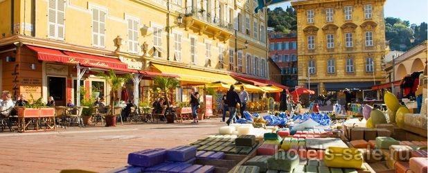 Редчайшее предложение – таких не бывает десятилетия – бар, ресторан у моря в исторической старой части Ниццы, на Лазурном берегу.