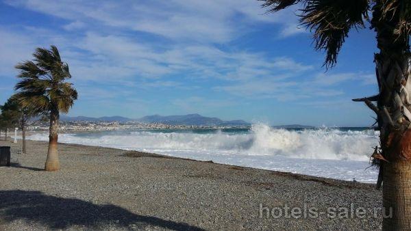Гостинца в рядом с площадью Массена, купите себе кусочек Ниццы с громадным солнцем и запахом моря