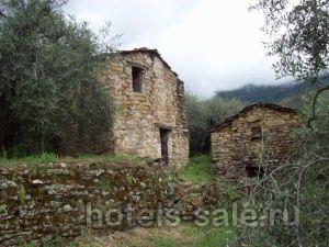 Участок с домом в 5 км от исторического центра в Априкале, Италия, Лигурийское побережье.